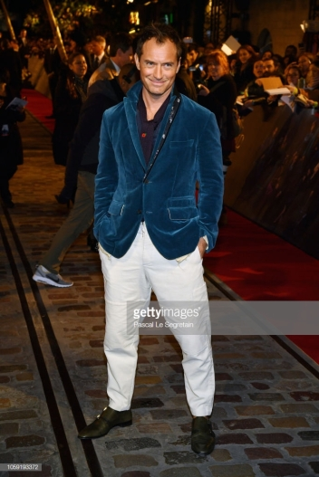 "PARIS, FRANCE - NOVEMBER 08: Jude Law attends ""Fantastic Beasts: The Crimes Of Grindelwald"" World Premiere at UGC Cine Cite Bercy on November 8, 2018 in Paris, France. (Photo by Pascal Le Segretain/Getty Images)"